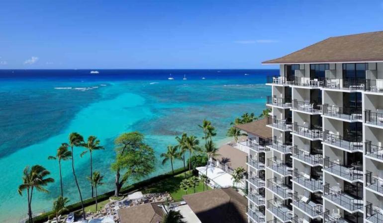 Top 8 Romantic Oahu Honeymoon Resorts featured by top Hawaii blog, Hawaii Travel with Kids: Halekulani Hotel on Oahu