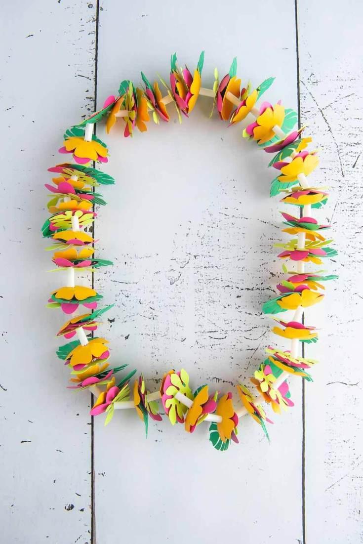 DIY Hawaiian luau decorations: Hawaiian Paper Lei