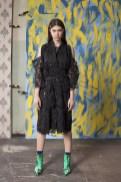 Czarne kimono z piórkami