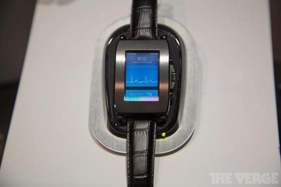 Toshiba smartwatch 20130110 1