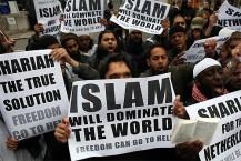 No ocultar su plan: manifestantes musulmanes que llevan banderas