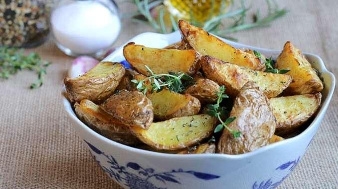 Kekik ve Biberiyeli Fırında Patates Dilimleri