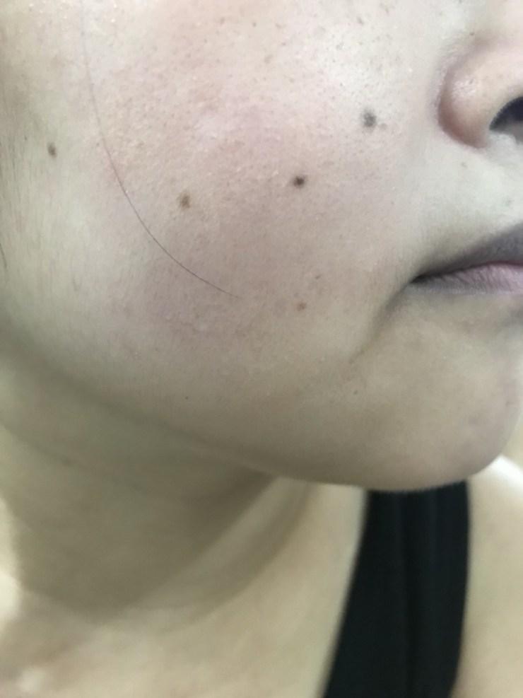 日本彩妝/底妝-kiss 蜜糖肌潤澤精華UV粉底液SPF33/PA+++ 蜜糖/毒藥視天氣判斷,它本質上是適合夏天的好粉底! 彩妝品 彩妝品分享 攝影