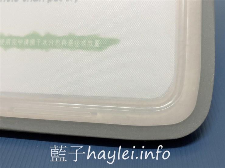 不鏽鋼切菜板推薦/三個寶全新抗菌款抗菌不鏽鋼+食品級PP 雙面砧板-附磨刀的切菜板!雙面設計可生熟食分開, TPR防滑圈包邊,切起來穩定性很好,304不銹鋼面用來解凍很不錯,材質防黴用起來健康安心~健康家具推薦/廚具推薦/健康菜板推薦/抗菌砧板/廚房用品/居家用品/藍子愛分享 健康養身 攝影 民生資訊分享 飲食集錦