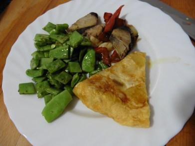 pescado (melva) con pimiento + tortila de patata + judias verdes salteadas