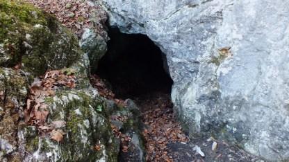 A Bedellői-cseppkőbarlang bejárata