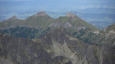 Kilátás a Lomnici-csúcsról a Bélai-Tátrára