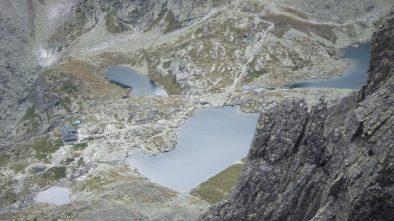 Az Öt-tavi-katlan a Lomnici-csúcsról
