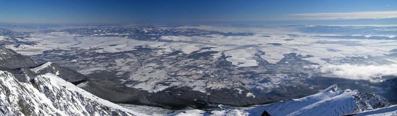 Kilátás a Lomnici-csúcsról a Szepesség felé