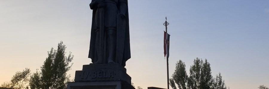 Újra lobog az országzászló Visegrádon – Zsitvay Tiborra emlékeztünk