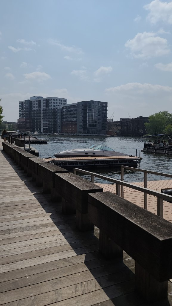 milwaukee riverwalk hazeleyesmom.com