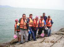 Dari Pulau Tukun Perak menunggu bot untuk ke Pulau Agas.