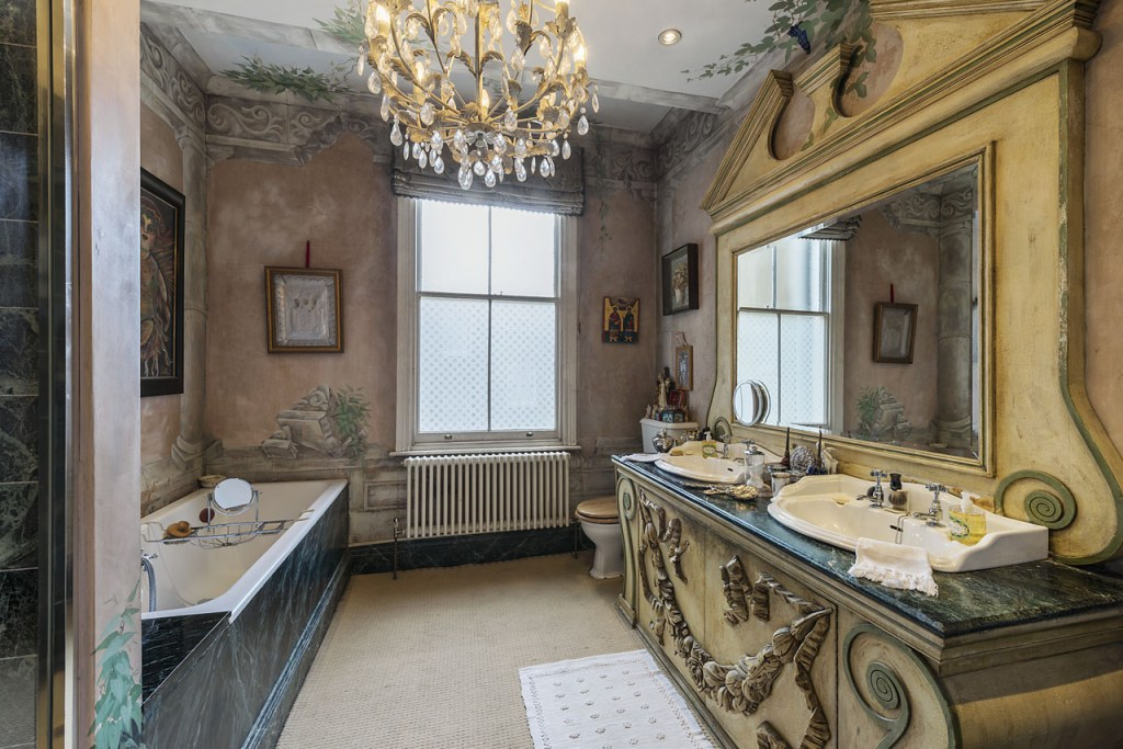 luxury property bathroom