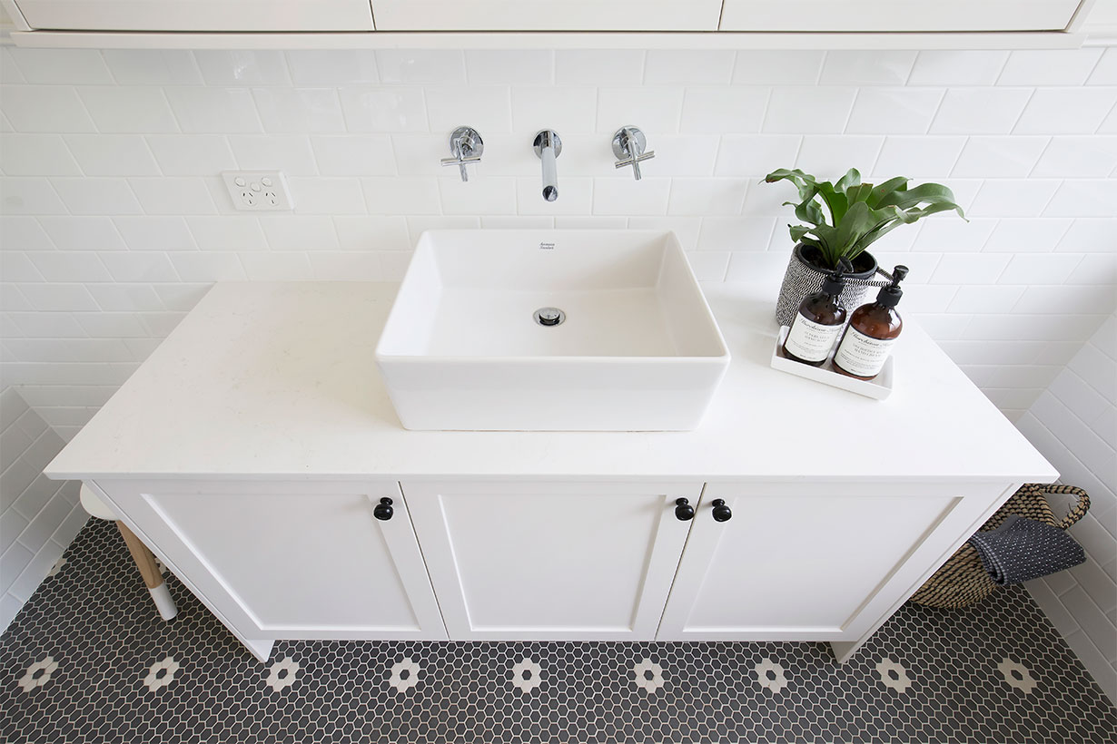 Ensuite Bathroom Black Amp White Bathroom Helen Baumann