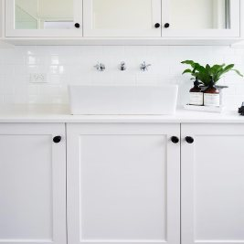 Shaker Style Bathroom Finishes | Helen Baumann Design