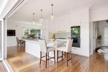 Spacious Hamptons Kitchen   HB Design