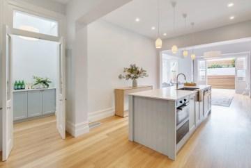 Spacious Kitchen Island Bench | Helen Baumann Design