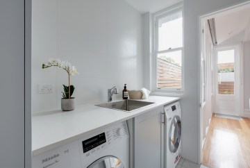 Contemporary Laundry | Helen Baumann Design