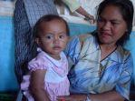 Karo woman and child (North Sumatra, 2004)