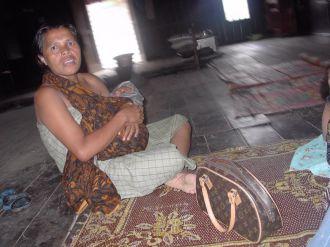 Karo woman with infant (North Sumatra, 2004)