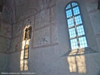 Interior de la iglesia. Placas conmemorativas a Anders Celsius.