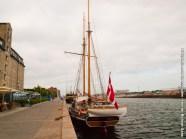 Barco en puerto, oriendado hacia Øresund, el estrecho que separa Dinamarca de Suecia.