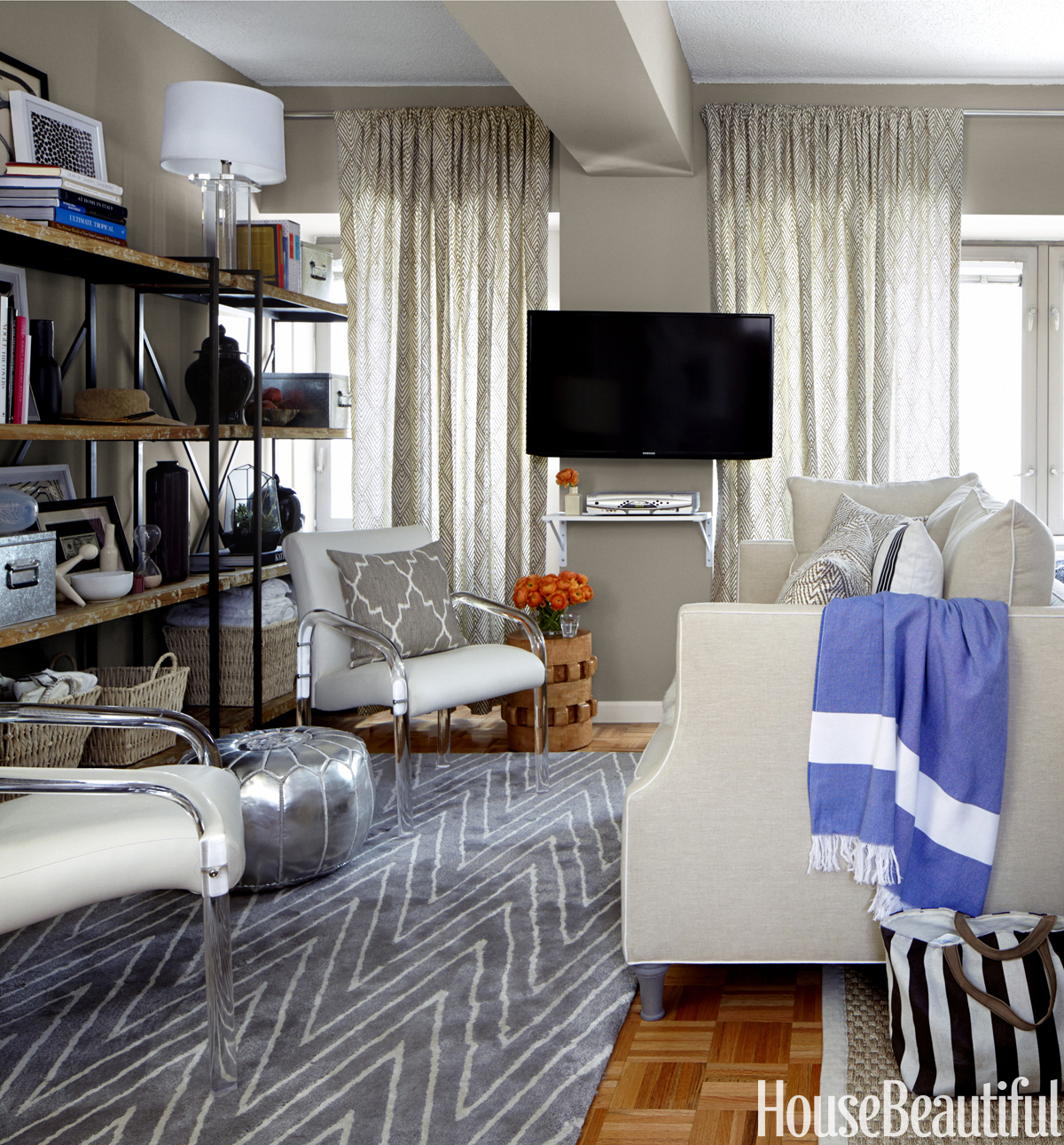 Small Living Room Decorating Ideas - How to Arrange a ... on Small Space Small Living Room Ideas  id=58301