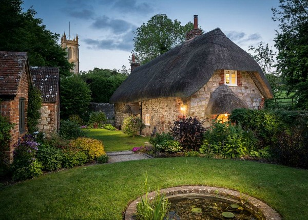 1433964293 faerie door cottage thatched roof wiltshire england holiday rental 10 - THE MOST BEAUTIFUL ENGLISH COTTAGES PICTURES STUNNING ENGLISH COUNTRY COTTAGES AND HOMES IMAGES