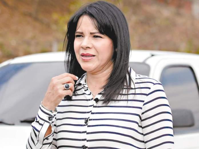 Es cierto que parientes míos venden medicamentos, pero reto al CNA para que demuestre acusaciones  : Cristina Díaz, exsecretaria general de Salud
