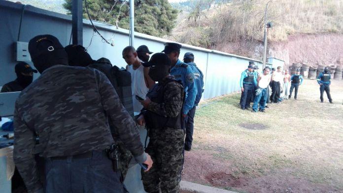 Operaciones de requisa y traslado de menores infractores en Los Cobras