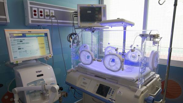 Bebé nació vivo y médicos decidieron congelarlo en la morgue [FOTOS]