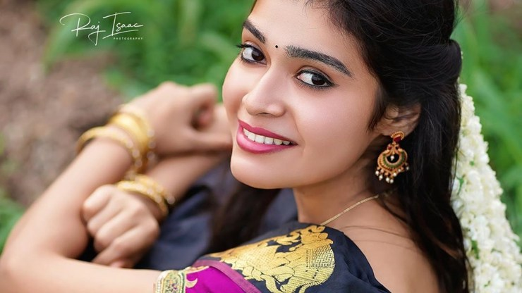dharsha gupta smile