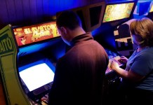 Japanese Game Shops Let Millennials Experience Old School Gaming