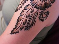 cute shoulder mehndi design