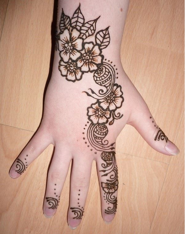 Kids-Mehndi-Designs-for-Party backhand