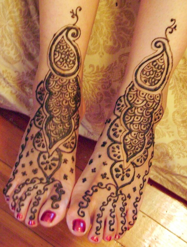 Mehndi-Designs-For-Legs-For-Marriage-600x794