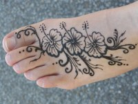 One-line Floral Foot Mehndi Designs