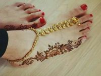 Simple Minimal-floral-sides-of-feet-mehendi-design-idea
