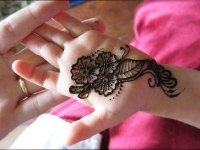simple-traditional-mehndi-design-for-little girl