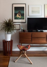41 DIY TV Gallery Wall Inspirations & How Tos 37