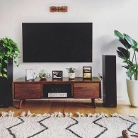 41 DIY TV Gallery Wall Inspirations & How Tos 8