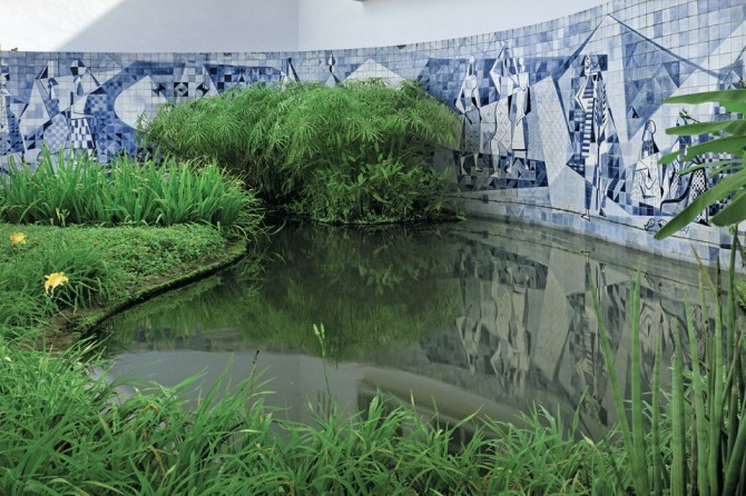 Roberto Burle Marx, Gardens of the Walter Moreira Salles residence, now the Instituto Moreira Salles, with Burle Marx's azulejo tile wall and plantings around a fountain, 1951. Photo Cesar Barreto