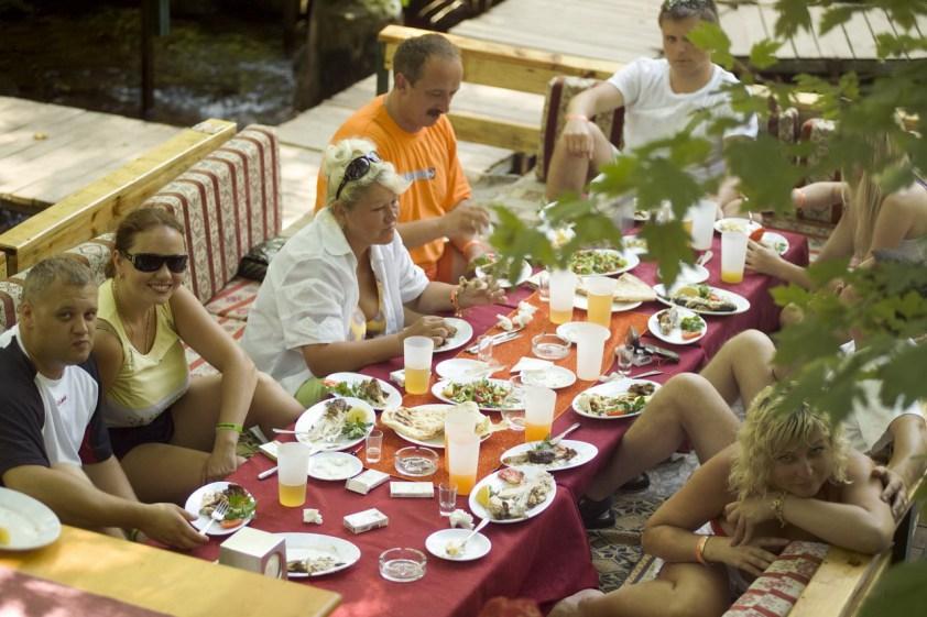 Kemer Tropik Restaurant 0242 825 0098 kahvaltı mekanları balık restoranı dağ evi bungalow alabalık avı