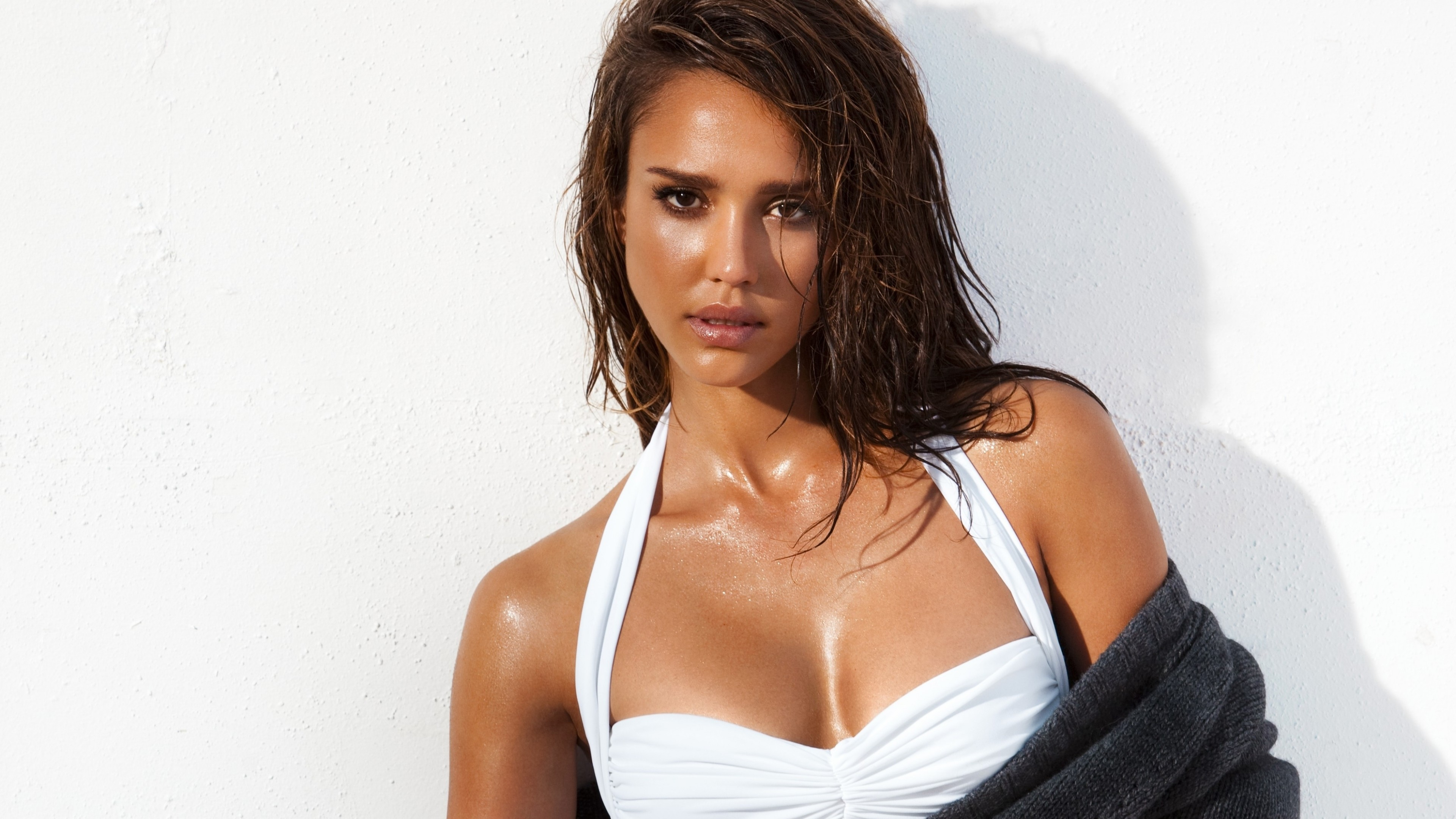 https://i1.wp.com/hdqwalls.com/wallpapers/jessica-alba-gq-2016-po.jpg
