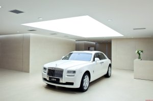 Worlds-largest-Rolls-Royce-Showroom-in-China-3