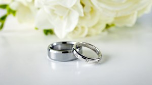 wedding-rings-couple-silver_flowers-wallpaper