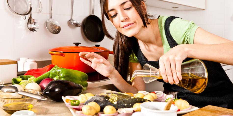 főzni és keresni otthon