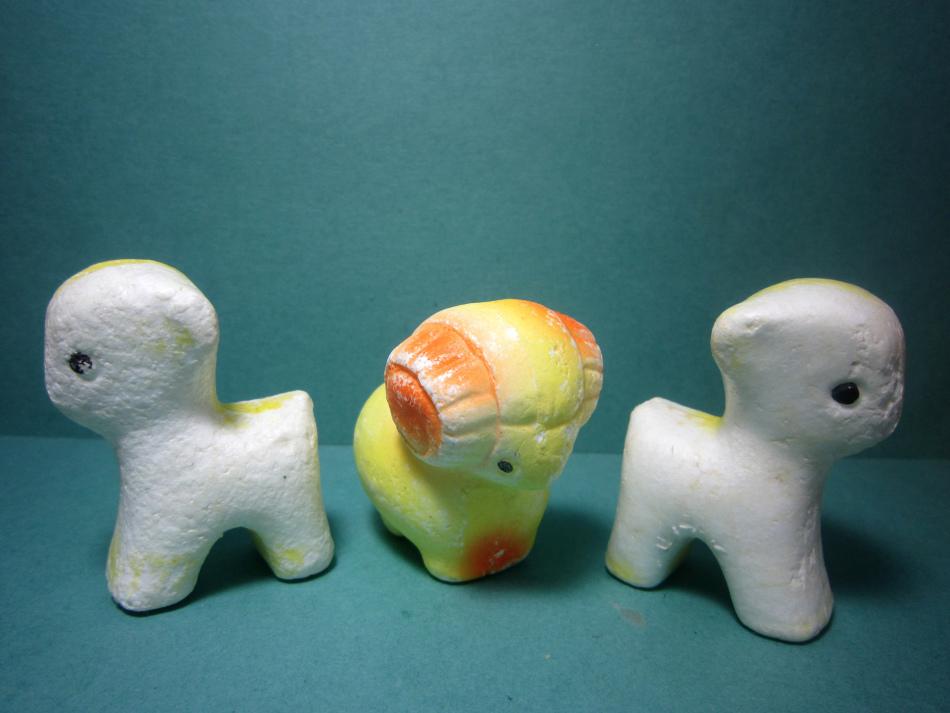 Объемные елочные игрушки из пенопласта