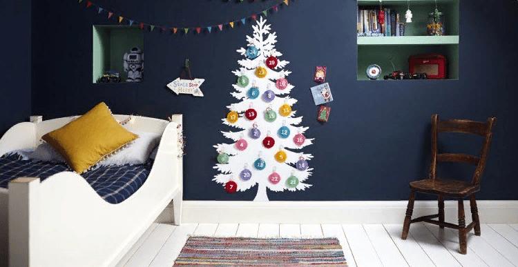 Uudenvuoden puu seinällä omalla kädellä