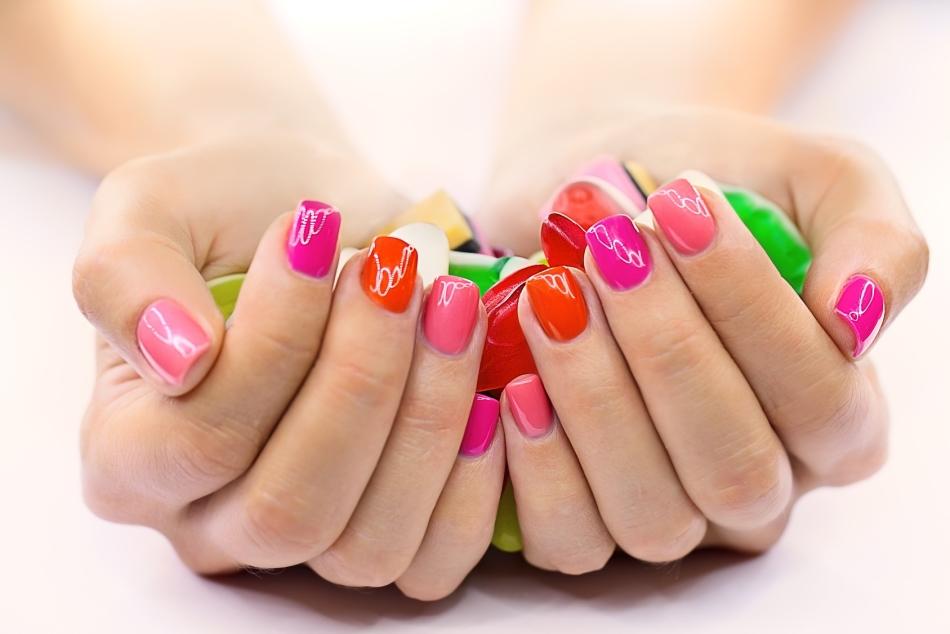 Накрашенные ногти картинка